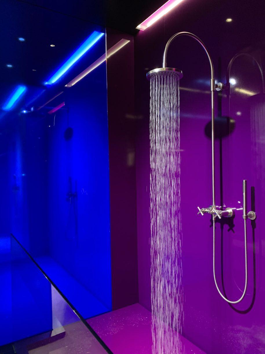 Dusche mit Farblicht