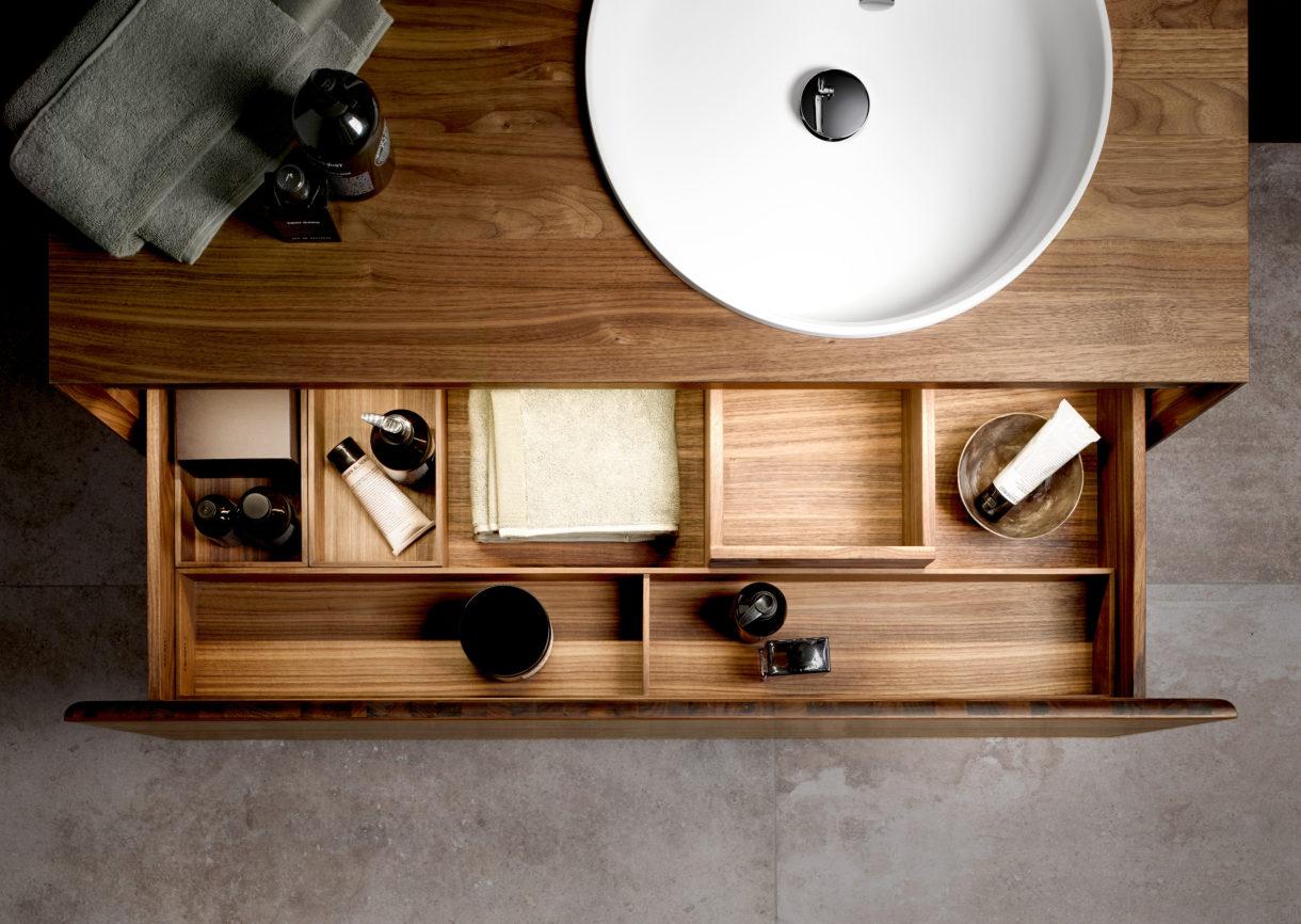 Waschtisch mit herausgezogener Schublade von oben Keuco